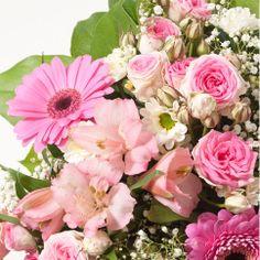 Bouquet rond de saison en camaïeu de rose (vase en option selon la taille du bouquet).