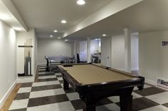 Town & Country Real Estate - East Hampton #TownandCountry #Hamptons #EntertainmentRoom #PoolTable