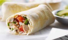 La salsa faite maison ajoute un petit quelque chose à ces enchiladas. Le poulet est tout simplement la vedette de ce repas quotidien facile. La partie la plus difficile de la préparation de ce délicieux repas? Couper les légumes! | Le Poulet du Québec