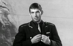 Leonard Nimoy in 1963 - I think my inner fangirl just fainted. Star Trek 1, Star Trek Cast, Le Cargo, Pose Reference Photo, Leonard Nimoy, Star Trek Universe, Being Good, Spock, Classic Tv