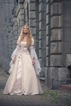 Medieval And Renaissance Wedding Dresses