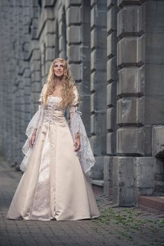 Medieval And Renaissance Wedding Dresses