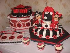 Torta  y Cupcakes de Mickey y Minnie Mouse. Fiesta para niños. Kids parties. http://antonelladipietro.com.ar/blog/2011/08/golosinas-mickey-minnie/