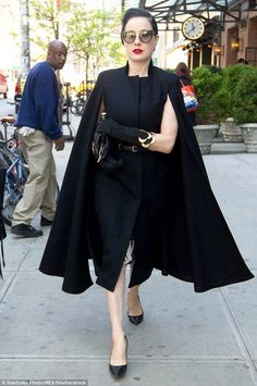 Dita von Teese, in an elegant black wool sleeveless dress & cape, accessorizes w/ gold jewelry. Dita Von Teese Style, Dita Von Teese Wedding, Dita Von Tease, Beste Jeans, Moda Retro, Fashion Outfits, Womens Fashion, Fashion Tips, Fashionable Outfits