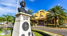 Canciller Vargas instruye cónsules asistir dominicanos en islas caribeñas y Miami por el paso huracán Irma