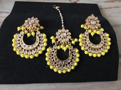 Also available in different colors ! Quick notice ladies ! Our showroom is underway(3 weeks)  we are still taking appointments in home   a lot of new goodies are arriving can't wait to show you ladies #brampton#sikhbride#sparkle#kundan#indianbrides#indianfashion#indianwedding#pearls#beeds#punjaban#kundanjewllery#kundanworkjewellery#punjabibrides#indianfashionblogger#hrcouturebyrani#indianjewlryfashion#sikhwedding by hr_couturebyrani