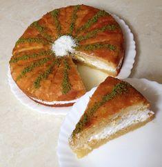 Image may contain: food, Dessert recipes Dinner Recipes, Dessert Recipes, Cheesecake Brownies, Food Articles, Breakfast Items, Turkish Recipes, Iftar, Caprese Salad, Strawberry
