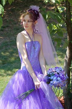 DSC_0729 by saturniakitty, via Flickr not a fan of the dress, but I love the flowers