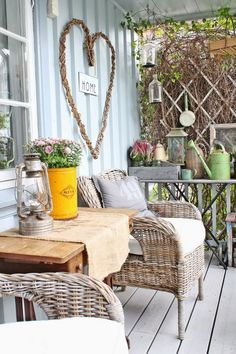 porch , veranda rustic outdoor or conservatory decoration inspiration Rurally yours, . Porche Shabby Chic, Shabby Chic Veranda, Shabby Chic Porch, Shabby Chic Outdoor Decor, Rustic Outdoor, Cottage Porch, House Porch, Cottage Style, Vibeke Design