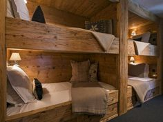Chalet Tesseln Verbier bunk bedroom with two sets of bunk beds (Cool Beds Bunk) Cabin Bunk Beds, Bunk Bed Rooms, Bunk Beds Built In, Bunk Beds With Stairs, Cabin Bedrooms, Shared Bedrooms, Ski Chalet, Cabin Homes, Cabana