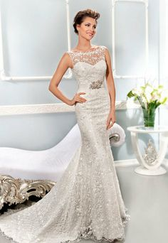 Vestido de noiva em renda Visit ButterflyEffectInc on Etsy for Fab Vintage Wedding Jewelry