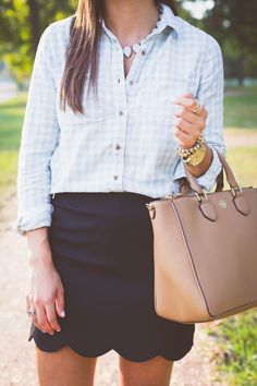 gingham shirt, scallop skirt, tory burch tote, fall booties // fall fashion // a southern drawl - Need to find a scalloped skirt like this! In love with this outfit. Preppy Mode, Preppy Style, Preppy Casual, Preppy Looks, Preppy Basics, Preppy Business Casual, Classy Casual, Adrette Outfits, Spring Outfits