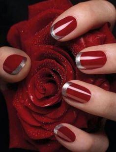 uñas de color rojo con color plata en la punta