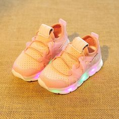 new concept f8d75 aba3b 2017 Fashion LED Lighting skor Coola första Walkers Shining Kids Sneakers  Söt Casual Baby Girls Boys Toddler Shoes