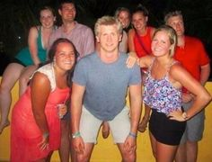 He's hung like a foot // funny pictures - funny photos - funny images - funny pics - funny quotes - Perfectly Timed Photos, Frases Humor, Humor Grafico, Just For Laughs, Funny Photos, Bizarre Photos, Awkward Photos, Laugh Out Loud, The Funny