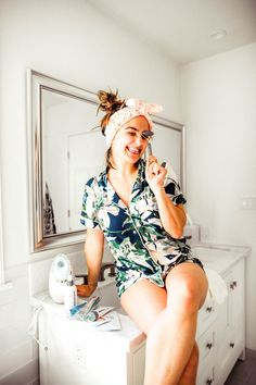 How to Give Yourself an At Home Facial: Tips from a Pro Esthetician Best Facial Products, At Home Face Mask, Face Masks, Facial Tips, Facial Steamer, Clear Skin Tips, Facial Massage, Love Her Style, Girl Style