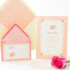 Una invitación de boda muy romántica en tonos rosa: Portobello. Romantic Wedding Invitation with an attractive floral pattern in pale pink. www.azulsahara.com