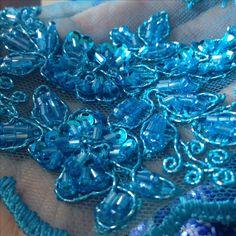 Renda bordada azul celeste
