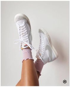 Nike Blazers Outfit, Sneakers Fashion, Shoes Sneakers, Sneakers Looks, Sneakers Mode, Logo Nike, Nike High Tops, Aesthetic Shoes, Hype Shoes