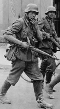 German Soldiers Ww2, German Army, German Uniforms, Prisoners Of War, Armed Forces, World War Two, Wwii, Weapons, Film