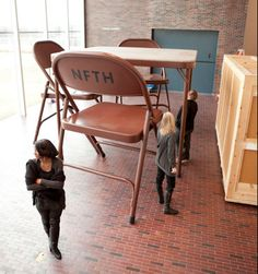 Giant table and chairs - Robert Therrien