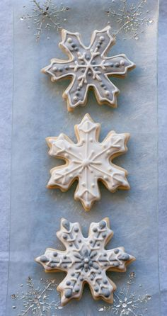 Snowflake Sugar Cookies for - Cookie decorating Christmas Sugar Cookies, Christmas Sweets, Noel Christmas, Holiday Cookies, Christmas Baking, Summer Cookies, Valentine Cookies, Easter Cookies, Birthday Cookies