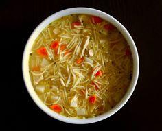 Réconfortante et Délicieuse! Thai Red Curry, Champagne, Ethnic Recipes, Food, Al Dente, Dressing, Noodles, Poultry, Hoods