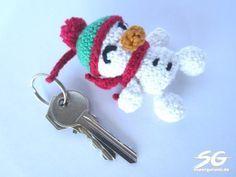 Amigurumi Schneemann Schlüsselanhänger häkeln - kostenlose Häkelanleitung mit Bildern