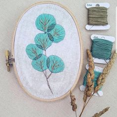 by @georgie.k.emery⠀ .⠀ .⠀ .⠀ .⠀ .⠀ #embroidery #embroideryart #embroideryartist #fiberart #broderie #sewing #stitches #stitching #stitcher #embroidered #handembroidery #handcrafted #handmade #needlework #homedecor #contemporaryembroidery #walldecor #modernembroidery #hoopart #bordado #floral #flowers #bouquet #flowerart #floralhoop
