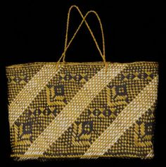 Name/Title Kete Whakairo / Woven Basket - (Maniapoto) Primary Maker Hetet, Rangimarie Flax Weaving, Weaving Art, Basket Weaving, New Zealand Flax, New Zealand Art, Traditional Baskets, Maori Designs, Maori Art, Weaving Techniques