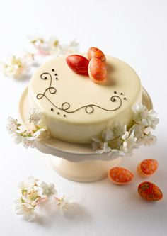 For the sophisticated pallet! Sumptuous sweet lychee surrounded by delicate Champagne mousse on a génoise sponge, covered with a white chocolate glaze.