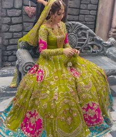 Pakistani Fashion Party Wear, Pakistani Wedding Outfits, Pakistani Dresses Casual, Indian Bridal Fashion, Pakistani Bridal Dresses, Indian Fashion Dresses, Pakistani Dress Design, Pakistani Mehndi Dress, Latest Bridal Dresses
