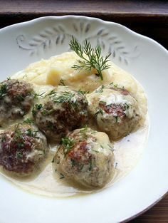 Low-Carb Swedish-Style Meatballs In A Creamy Lemon Sauce
