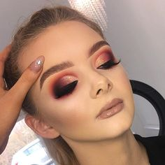 86 PERFECTLY EYE MAKEUP IDEAS FOR 2019 Here are the latest eye makeup looks which will steal your hearts.Eyeshadow is one of those makeup techniques that takes time, practice and patience to Spring Eye Makeup, Pretty Eye Makeup, Cute Makeup, Glam Makeup, Gorgeous Makeup, Bridal Makeup, Makeup Looks, Hair Makeup, Evening Eye Makeup
