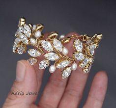 Crystal Bridal Bracelet Gold Wedding Bracelets by adriajewelry Bridal Cuff, Bridal Bracelet, Bridal Necklace, Wedding Jewelry, Wedding Bracelets, Wire Jewelry Earrings, Gold Bridal Earrings, Jewellery, Rhinestone Wedding