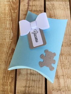 Birth favor baptism souvenirs коробочки, упаковка y работы Baby Shower Food For Girl, Baby Shower Gifts For Boys, Baby Shower Favors, Baby Shower Cakes, First Communion Decorations, Teddy Bear Baby Shower, Baby Shawer, Bear Party, Pillow Box
