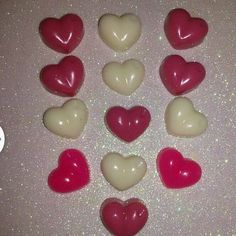 detalles para regalar este 14 de febrero  Precio: 470 bs incluye una docena de corazones mini colores y fragancias escojidas por ti  #regalos #souvenirs #jabones #soaps #art #glicerina #jabonesartesanales #gel #cremas #handmade #hechoamano #venezuela #maracaibo #zulia #niños #boys #niñas #girls #love #amor #sanvalentin #valentineday #bemyvalentine #heart #corazones #loveday #diadelamor  . by lazosvalentina
