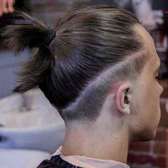 The Top Knot Guide: What Is It And How Can You Wear It? - #braidedtopknots - Top knot hairstyles are a cool alternative to the trendy man bun. If you are looking for an edgy new look, check out our exquisite collection!... Top Knot Men, Easy Top Knot, Top Knot Man Bun, Bun Men, Hair And Beard Styles, Curly Hair Styles, Man Bun Styles, Undercut Long Hair, Undercut Fade