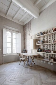 Mobilier design contemporain sur un fond classique- le mélange parfait !
