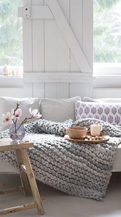 What Is Hygge? Long been obsessed with all things Scandi? You'll likely find the Danish concept of Hygge appealing. Pronounced 'hue-gah', it is best described Casa Hygge, Home And Deco, Cozy House, Home And Living, Living Room Decor, Mauve Living Room, Living Rooms, Decoration, Home Decor