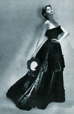 16-летняя Брижит Бардо в платье от Balenciaga, 1950