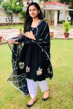 Punjabi Suit Boutique, Punjabi Suits Designer Boutique, Indian Designer Suits, Salwar Suit Neck Designs, Neck Designs For Suits, Kurta Designs, Designer Punjabi Suits Patiala, Pakistani Dress Design, Pakistani Dresses