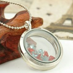 ❤ Beautiful Silver Circle Memory Locket & Chain ❤ ❤Beautiful Silver Circle Memory Locket & Chain ❤ Jewelry Necklaces