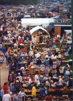 @Laura Podlich @Kelly Bestul  Elkhorn Flea Market...gives me goose bumps!  I should clarify...Elkhorn ANTIQUE and VINTAGE flea market....