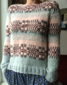 Skappelstrikk Fair Isle Knitting, Knitting Yarn, Hand Knitting, Knitting Designs, Knitting Patterns, Norwegian Knitting, How To Purl Knit, Pretty Outfits, Diy Clothes
