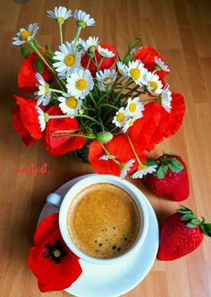 All you need is love… and a good cup of coffee… 😊*** Coffee Cafe, My Coffee, Coffee Drinks, Good Morning Tea, Good Morning Flowers, Coffee World, Spiced Coffee, Coffee Photography, Cafe Food