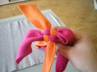 Und hier, noch eine Anleitung zum Spielzeug selbermachen, ich nehme dazu die billigen Fleece decken, je nachdem wieviele verschiedene Farben...