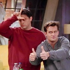 Find images and videos about funny, friends and joey on we heart it - the a Serie Friends, Friends Cast, Friends Episodes, Friends Moments, Friends Tv Show, Best Friends, Chandler Friends, Funny Friends, Gilmore Girls