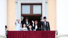 The Norwegian Royal Family greeting Oslo's children on Norway's National Day 17th of May 2013. - Kongefamilien er på plass på Slottsbalkongen - Oslo