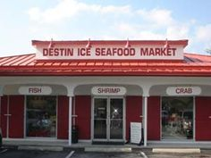 Destin Ice Seafood Market in Destin Florida. 12 dozen oysters for 30.00 USD.